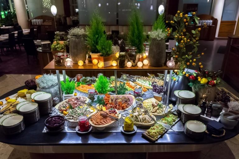 Traditional buffet