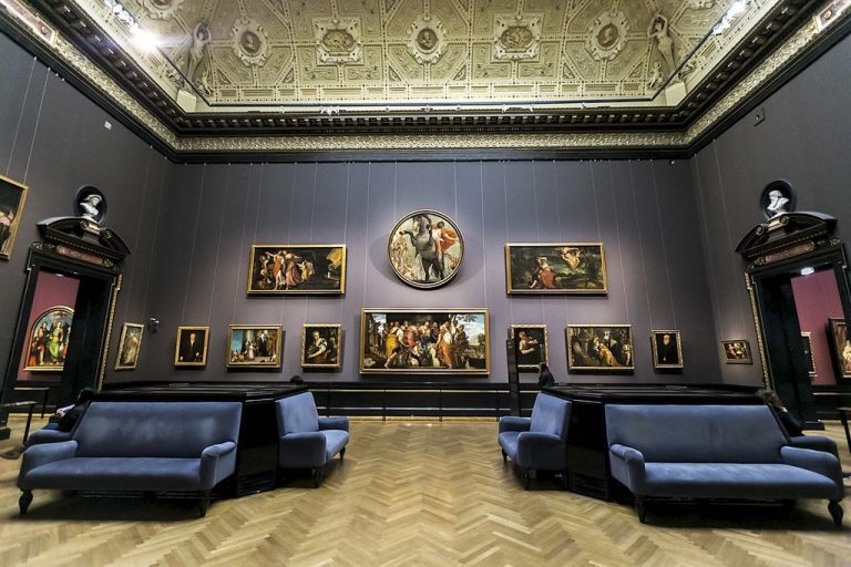 Gallery of paintings
