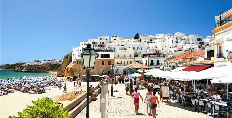 Walk the city of Albufeira