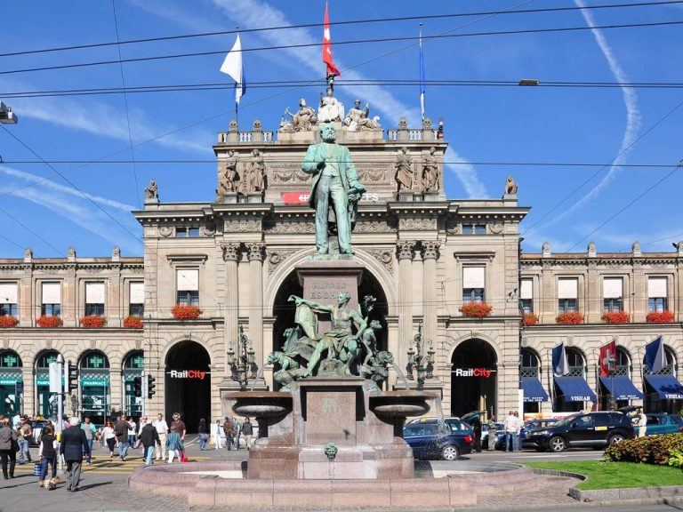 Monument to Alfred Escher - the founder of the railways