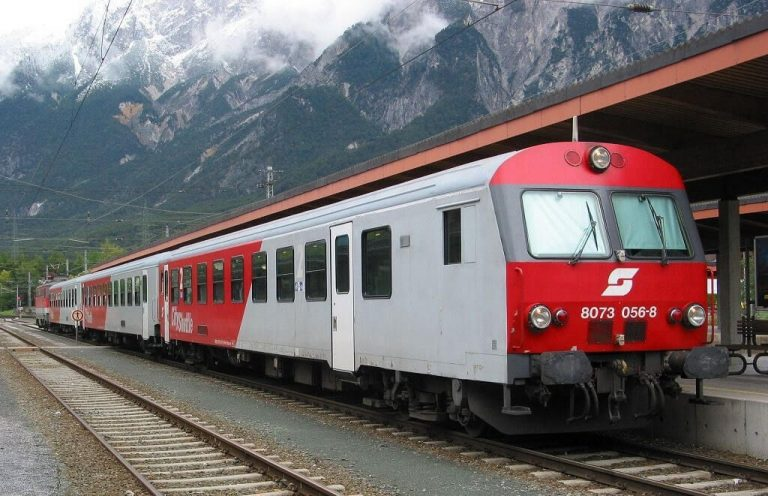 By electric train to the settlement of Etzal