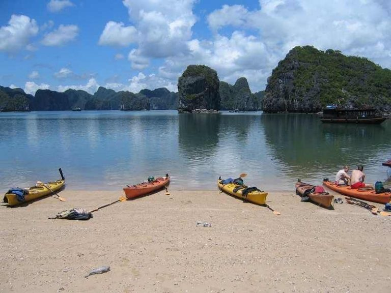 Rest on the shore of Halong Bay
