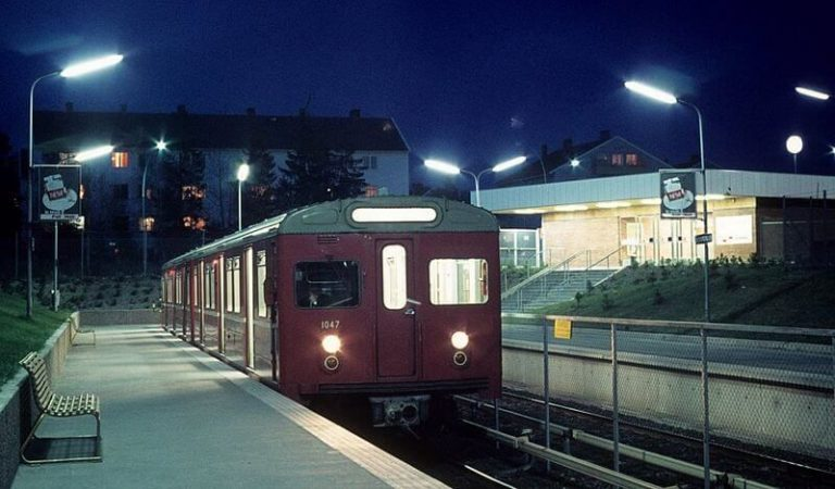 T1000 train at Bergkrystallen station in 1971