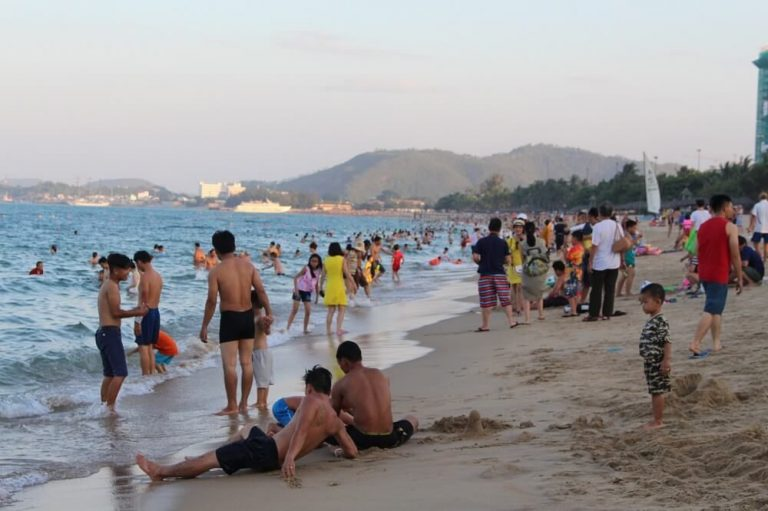 On the city beach of Chang Fu