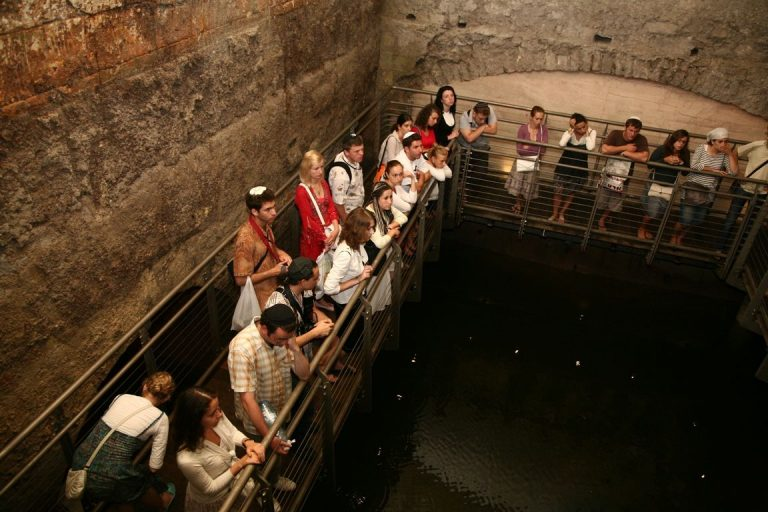 On an excursion into the tunnels of the Western Wall
