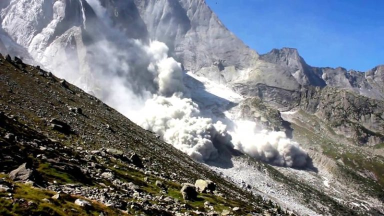Rockfalls are a danger in the Alps