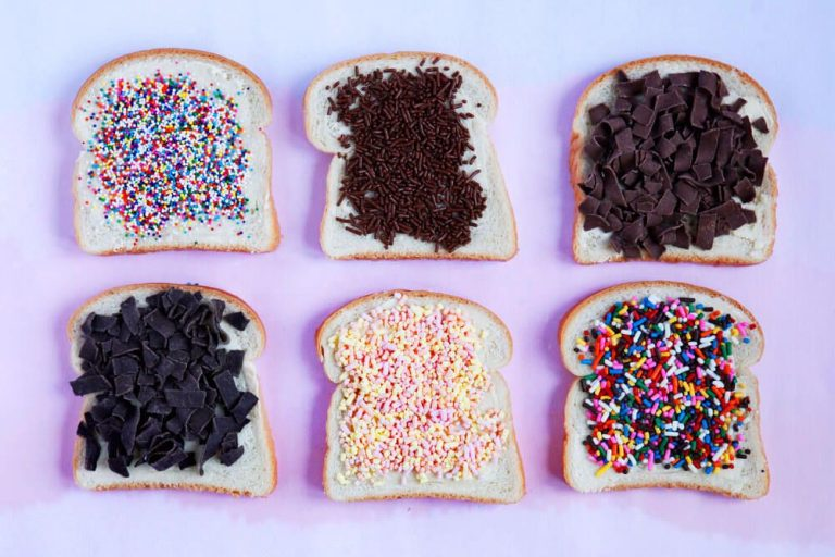 Hahelslach - pieces of bread sprinkled with chocolate chips