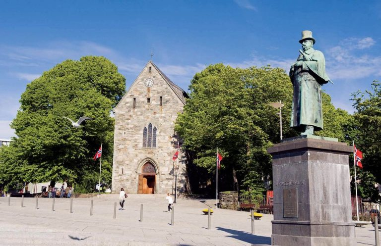 Cathedral and monument to Alexander Hjelland