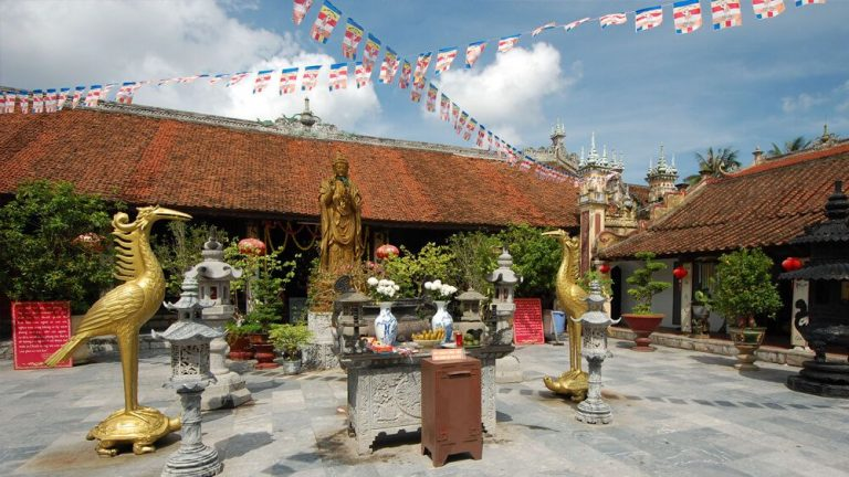 On the territory of the Buddhist temple complex Du Hang