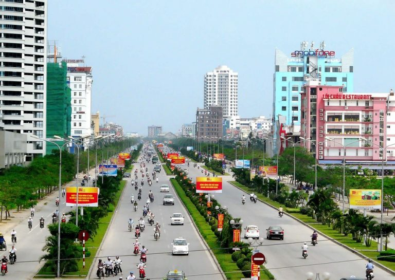 The photo shows a huge number of motorcyclists in Haiphong