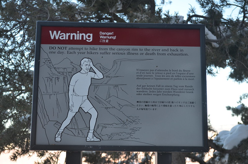 grand-canyon-warning-sign-for-hikers